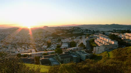 esquerda : Motion Control Dolly Time Lapse of Bay Area Cityscape at Sunrise Pan Left