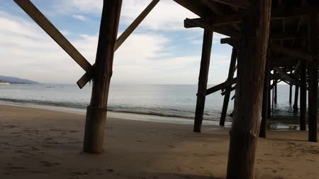 kolumna : Motion Control Dolly  180 Pan Time Lapse of Pier in Malibu Beach