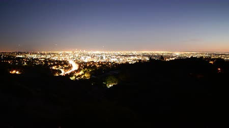 sinema : 4K Time Lapse of LA Twilight Cityscape Wide Shot Zoom Out Stok Video