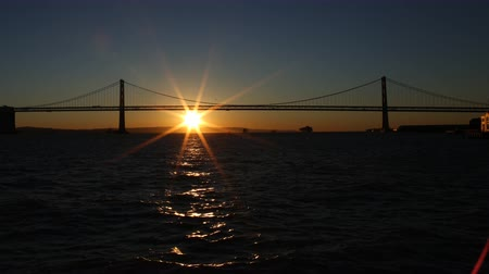 sinema : 4K Time Lapse of Sunrise through San Francisco Bay Bridge Long Shot Tilt Up