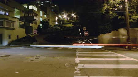 bioscoop : 4K Motion Control Pan Time-lapse van Lombard Street Switchbacks in San Francisco Stockvideo