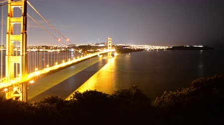 esquerda : 4K Motion Control DollyPan Time Lapse of Golden Gate Bridge NightDay Pan Left Stock Footage