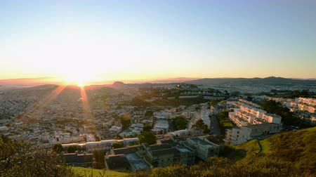 esquerda : 4K Motion Control Dolly Time Lapse of Bay Area Cityscape at Sunrise Pan Left