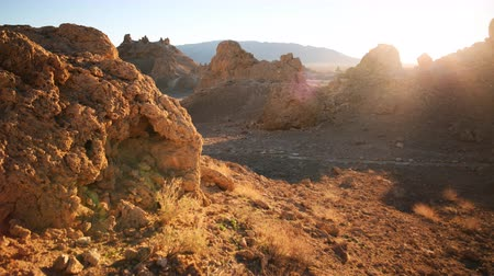 sinema : 4K Motion Control Dolly  Pan Time Lapse of Sunrise at Pinnacles Tilt Up Stok Video