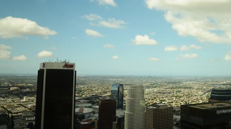 turné : Time lapse with tilt up motion of cityscape in Los Angeles during daytime shot from building top