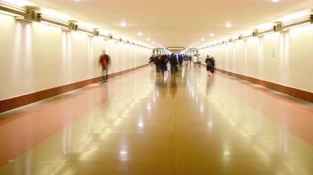 verimlilik : 4K time Lapse footage with pan right motion of commuters in the hallway at Union Station in Los Angeles, California USA Stok Video