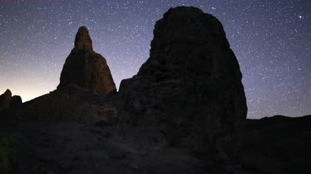 esquerda : 4K 3 Axis Motion Control Astro Time Lapse of Stars  Rock Formation Pan Left