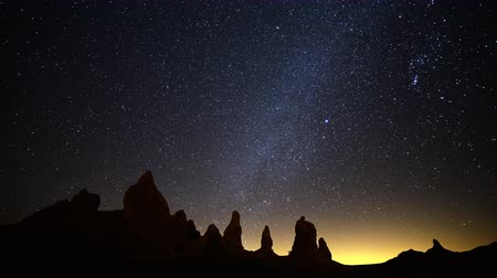 стрельба : 4K Astrophotography Time Lapse of Milky Way Galaxy over Pinnacles Zoom In Стоковые видеозаписи