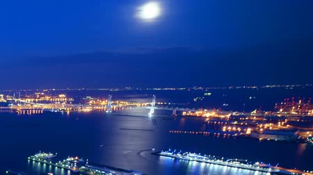 turné : Time lapse footage with tilt up motion of Waterfront cityscape at dusk to night shot from Yokohama Landmark Tower in Japan -Long Shot-
