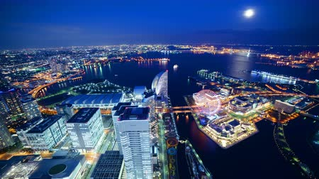 turné : Time lapse footage of Waterfront cityscape at dusk to night shot from Yokohama Landmark Tower in Japan