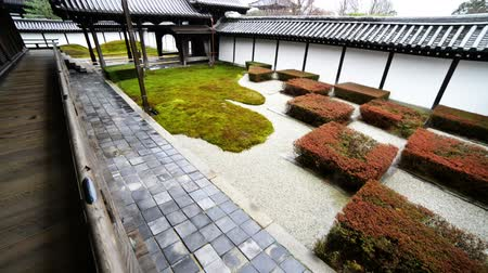 aanbidding : Traditionele Japanse tuin in Toufuku-ji in Kyoto, Japan -Tracken tilt uppan links-
