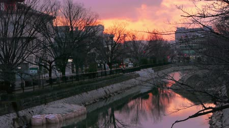 kyoto : Time lapse footage of sunset over river in Kyoto, Japan