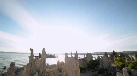 Калифорния : Footage with pan left motion of otherworldly formations of Tufas at Mono Lake, California Стоковые видеозаписи