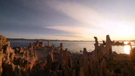 мистический : Footage with pan right motion of otherworldly formations of Tufas at sunrise at Mono Lake, California