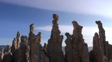 мистический : Time lapse footage of otherworldly formations of Tufas at Mono Lake, California