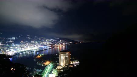 esquerda : Motion controlled tilt downpan left time lapse footage of night cityscape in Atami, Japan Stock Footage