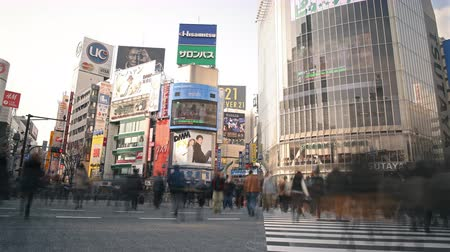 4K Motion controlled pan left  tilt down time lapse footage of iconic major crosswalk in Shibuya, Tokyo, Japan Wideo