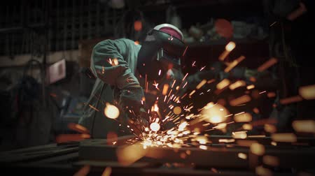 вспышка : Electric wheel grinding on steel structure in factory.Sparks from the grinding wheel.