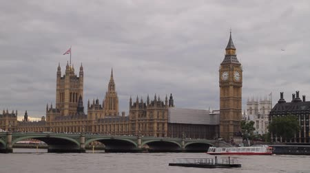 büyük : Londons Parliament With Big Ben Clock Stok Video
