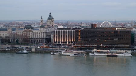 BUDAPEST, HUNGARY - 18 JANUARY, 2019: Panoramic view of Danube River and Citadella from Budai Var, Budapest, Hungary Vídeos