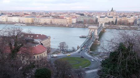 Panoramic view of Danube River and Szechenyi Lanchid, Budapest, Hungary Vídeos
