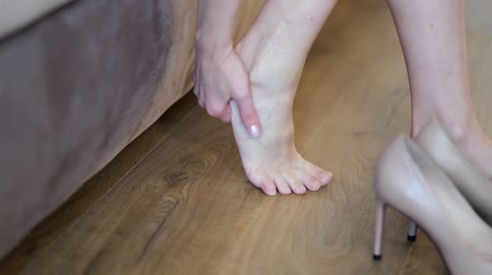 painéis : Woman, foot, tired, swelling, shoes. Woman doing self massage