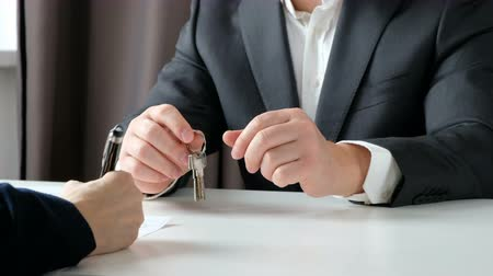 ипотека : Real estate broker and customer shaking hands after signing a contract: real estate, home loan concept. Close up Стоковые видеозаписи