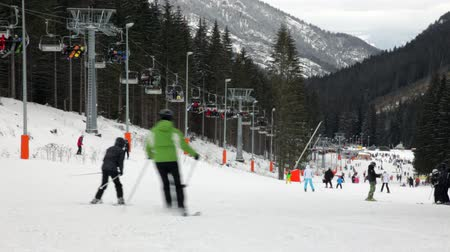 trilha : Skiers and snowboarders going down the slope at Jasna ski resort in Slovakia
