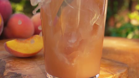 şeftali : Close-up of peach juice poured into a glass, background of peaches