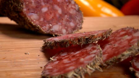 antre : Close up slices of smoked spase sausage falls on a wooden board