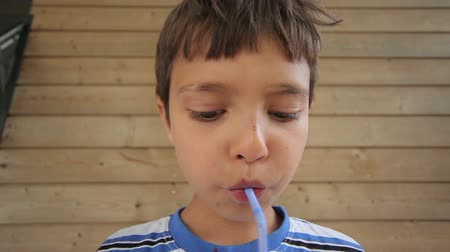клубника : Boy drinks milk shake with a straw
