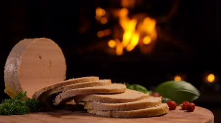 quebradiço : Camera movement of cuts foie gras, greens and lingonberries on the background of a burning fireplace Stock Footage