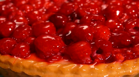 tarte : Extreme close-up of raspberry Pie covered with jelly