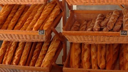 bagietka : Different types of French baguette are on the counter of the store.