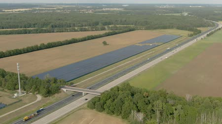 conversie : Aerial shot of a field with solar panels for generation of clean renewable solar energy. Alternative energy power