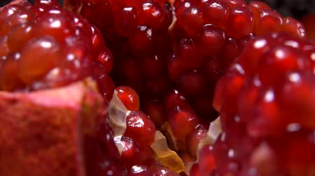 lényeg : Pomegranate slices cut into slices with juicy ripe red grains