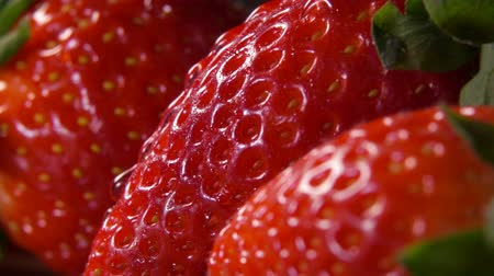 йогурт : Close-up of red juicy strawberries with water flowing over the surface Стоковые видеозаписи