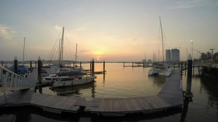 baía : Timelapse video during sunset in Danga Bay yacht and small boat marina in Johor Bahru Malaysia Vídeos