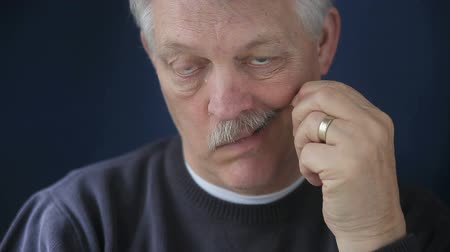 fogpiszkáló : an older man cleans his teeth with a toothpick