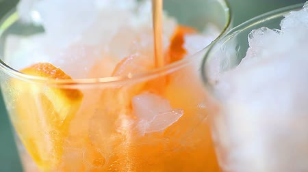 üdítő : Carbonated orange soda with crushed ice Stock mozgókép