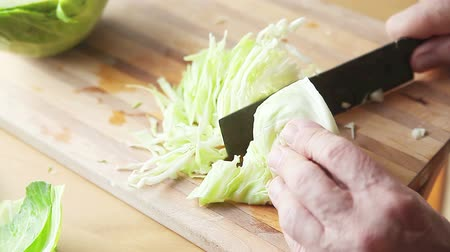 Cook thinly slices cabbage on cutting board Стоковые видеозаписи
