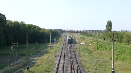 The train leaves on the way to the railroad. Stok Video