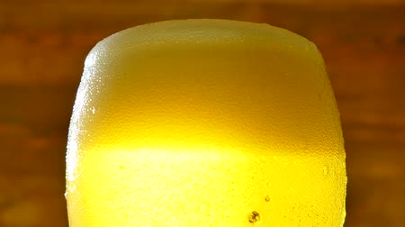 пивоваренный завод : Beer in a glass. Pour and drink pov. Cold froth beer close-up.