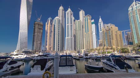 birleşik arap emirlikleri : Dubai Marina with skyscrapers and boats in Dubai, United Arab Emirates Timelapse Hyperlapse