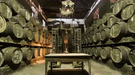 pince : Barrels in the wine cellar with table and candle on it, Portugal timelapse 4K Stock mozgókép
