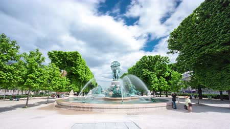 szökőkút : The fountain of the Observatory (La fontaine de lObservatoire), or the fountain Four continents in the Jardin Marco Polo, south of the Jardin du Luxembourg in Paris, France timelapse hyperlapse, 4K
