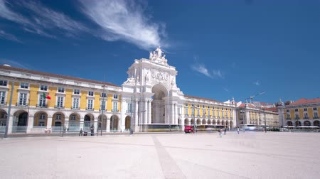 macskaköves : Commerce Square in downtown Lisbon (Portugal), close to the Tagus River is one of the largest squares in Europe - long expo timelapse hyperlapse 4K