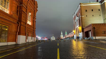 церковь : Night view of the Red Square with Christmas decoration in Moscow timelapse hyperlapse. The Red Square is a popular place to celebrate New Year and Christmas at night. 4K Стоковые видеозаписи