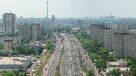 subdivisão : Top view of Traffic on the elevated road timelapse overpass on Yaroslavl highway Ostankino tv tower on background in Moscow, Russia 4K
