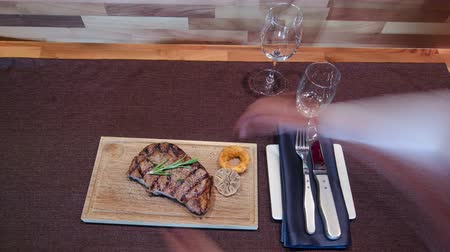 разделочная доска : Grilled Black Angus Steak Ribeye and Pepper sauce on meat cutting board on wooden background timelapse